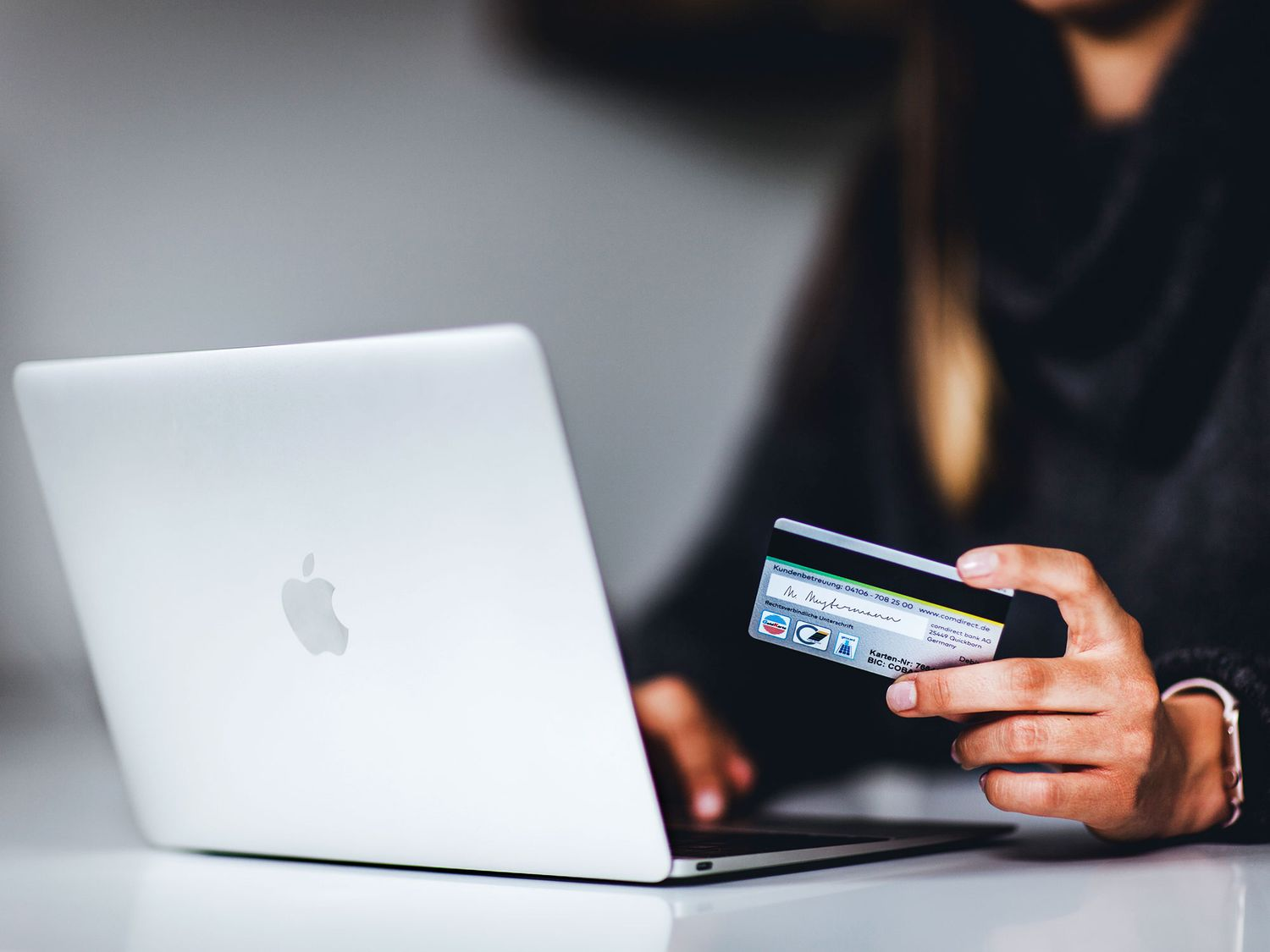 E-commerce has revolutionized many industries and the art world is no longer lagging behind, buying an artwork online with a credit card has never been this easy.